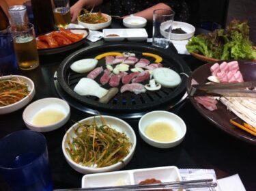 焼肉の後に鍋を食べるベトナム人